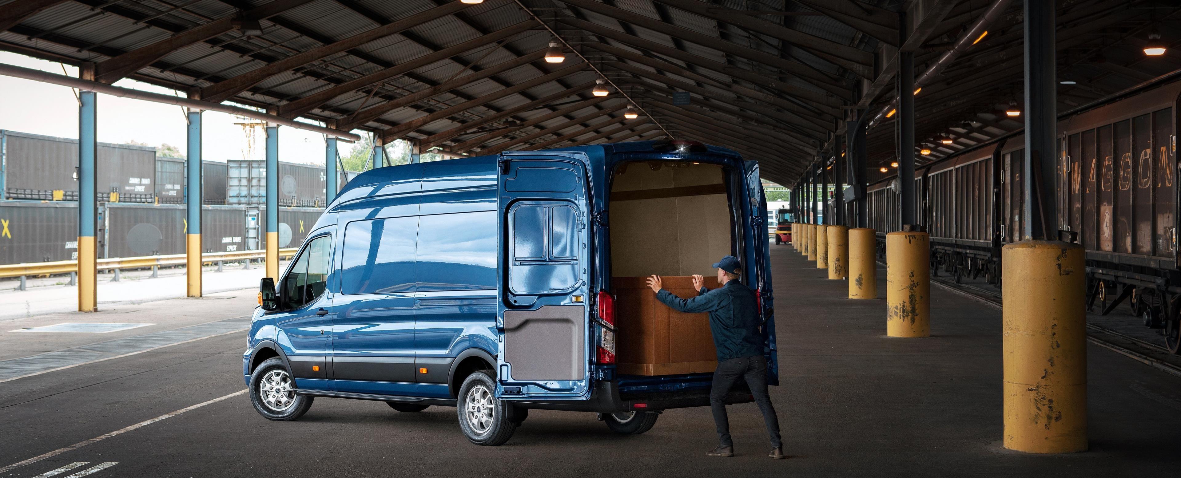 legendární pomocník | Nový Ford Transit BESTSELLER
