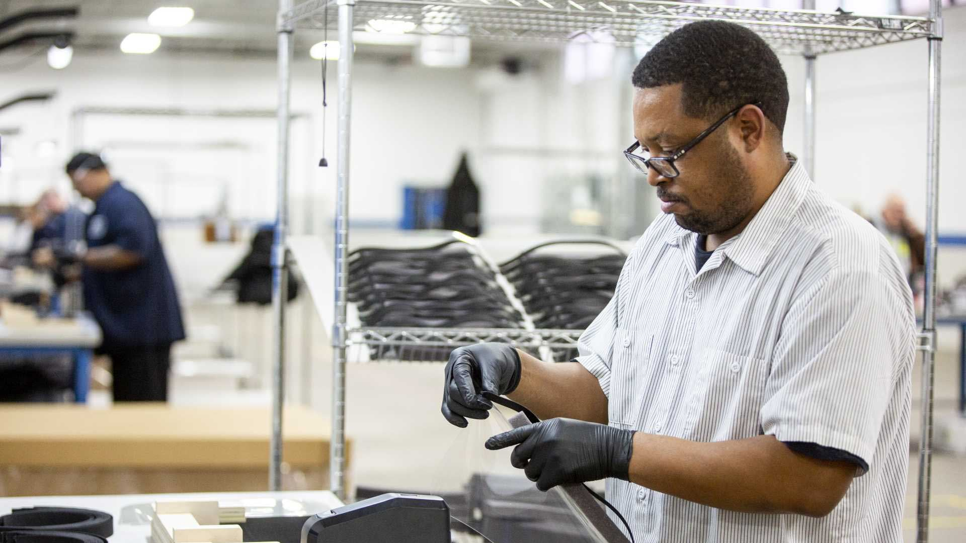 Ford se bude spolu s 3M, GE a UAW podílet na výrobě respirátorů a plicních ventilátorů | Ford se bude spolu s 3M, GE a UAW podílet na výrobě respirátorů a plicních ventilátorů