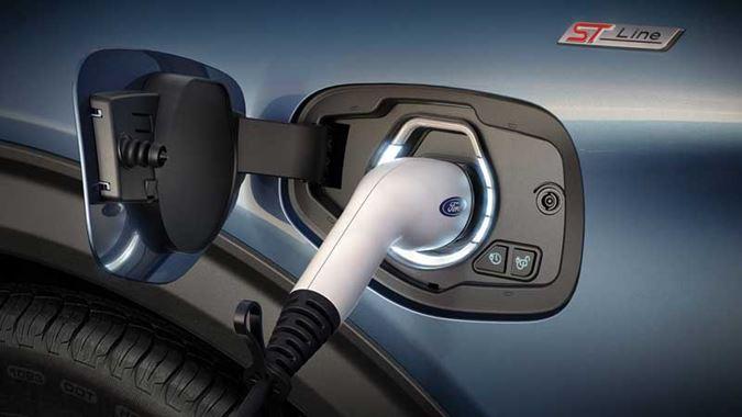 Plug-in hybrid (PHEV) ve spolupráci s 3.0 l V6 motorem